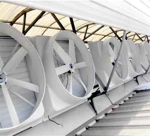 屋顶风机安装于钢结构厂房气楼屋面风机产生负压气流通风